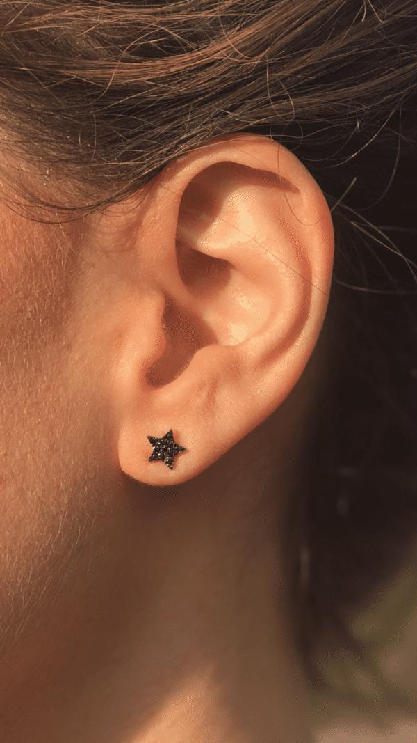 עגילי כוכב משובצים יהלומים