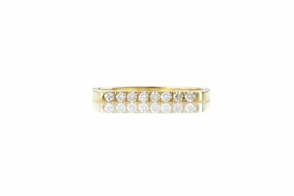 טבעת שורה יהלומים לבנים