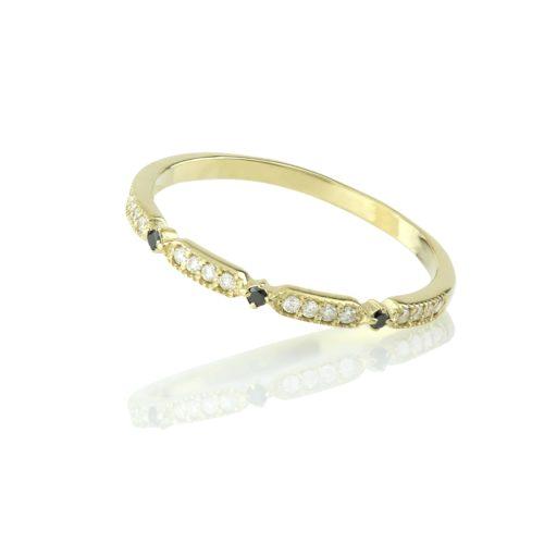 טבעת זהב יהלומים לבנים ושחורים