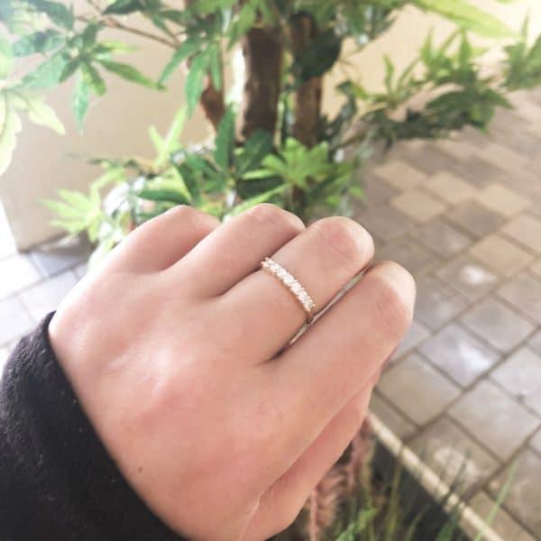 טבעת זהב משובצת 7 יהלומים לבנים