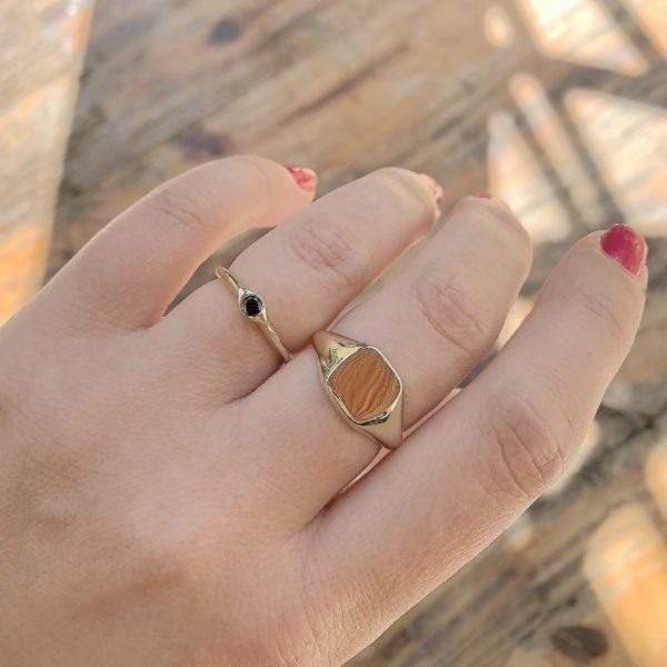 טבעת חותם וטבעת עין משובצת יהלום שחור