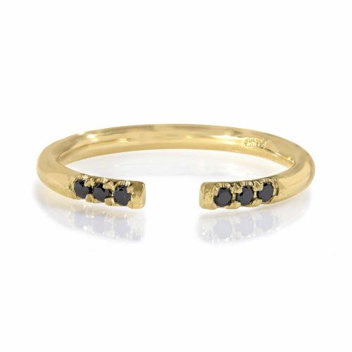 טבעת פתוחה משובצת יהלומים שחורים