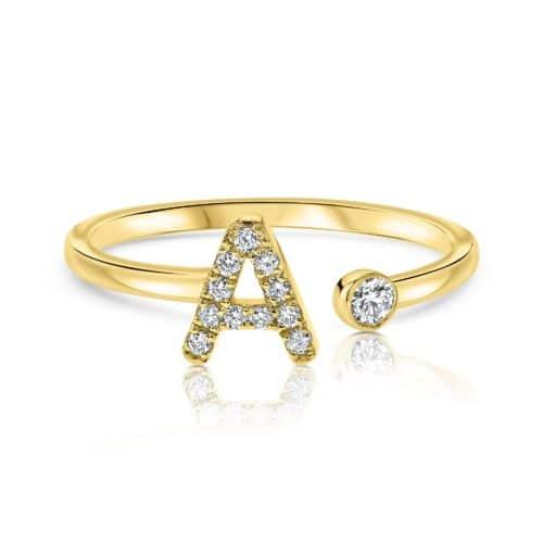טבעת אות פתוחה עם יהלומים לבנים