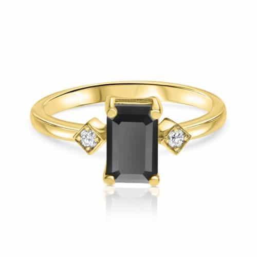 טבעת יהלום שחור בחיתוך אמרלד עם יהלומים לבנים